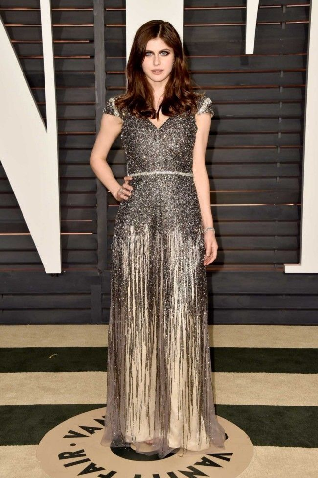 The 2015 Vanity Fair Oscars party red carpet : Alexandra Daddario in a Johanna Johnson dress, Jimmy Choo shoes and clutch, and Kiwat jewels