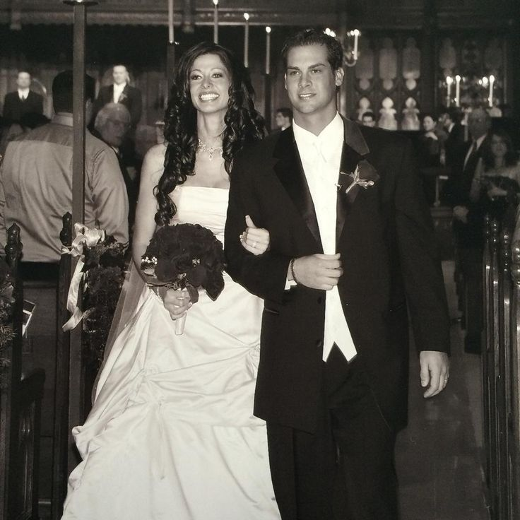 11/12/14. Nicole Vogelsong posted this wedding photo to her Twitter account on the 9th anniversary of her marriage to husband Ryan. By the way, welcome back to the Giants, Nicole and Ryan! (Vogelsong signed a 1-year contract with the Giants today.)