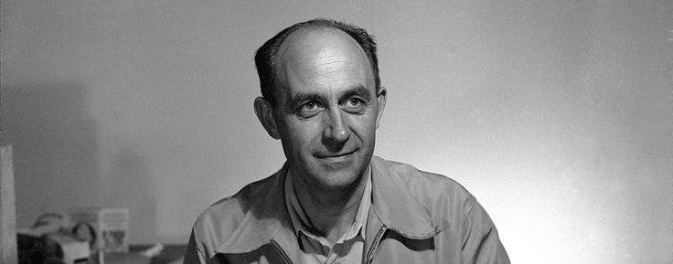 Enrico Fermi fu uno dei più brillanti scienziati italiani che contribuì alla costruzione del primo reattore nucleare a fissione.