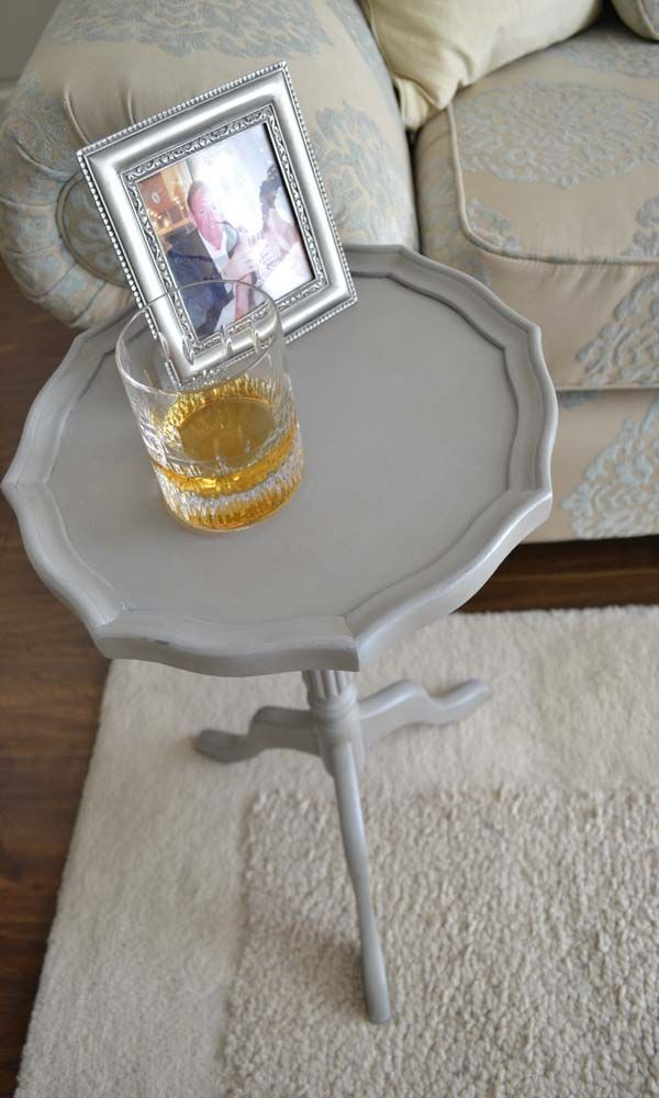 Sweet little wine table.