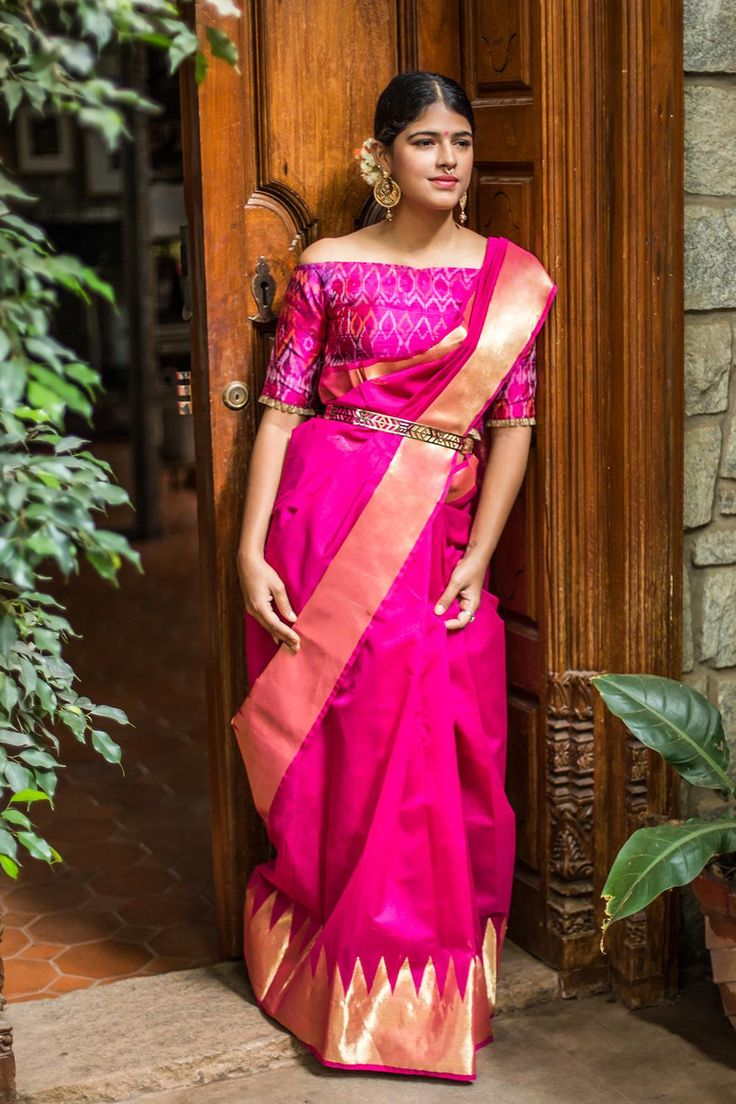 Oh, the love for pink continues. Effortless chic is our preferred kind and this Kasavu dyed beauty is on our list of favorites. With gold border, the dyed rich pink makes her the epitome of simplicity. This festive season, keep the look minimal with flowers and jewellery and she will never let you down. #Pink #chanderi #cotton #silk #templeborder #saree #India #blouse #Houseofblouse