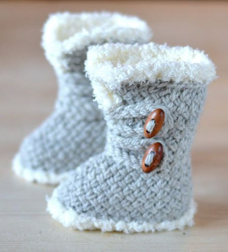 Knitting Pattern for Baby Boots  These Ugg style baby booties feature a basketweave stitch and fake fur trim. Sizes 3-6 months, 6-9 months and 9-12 months
