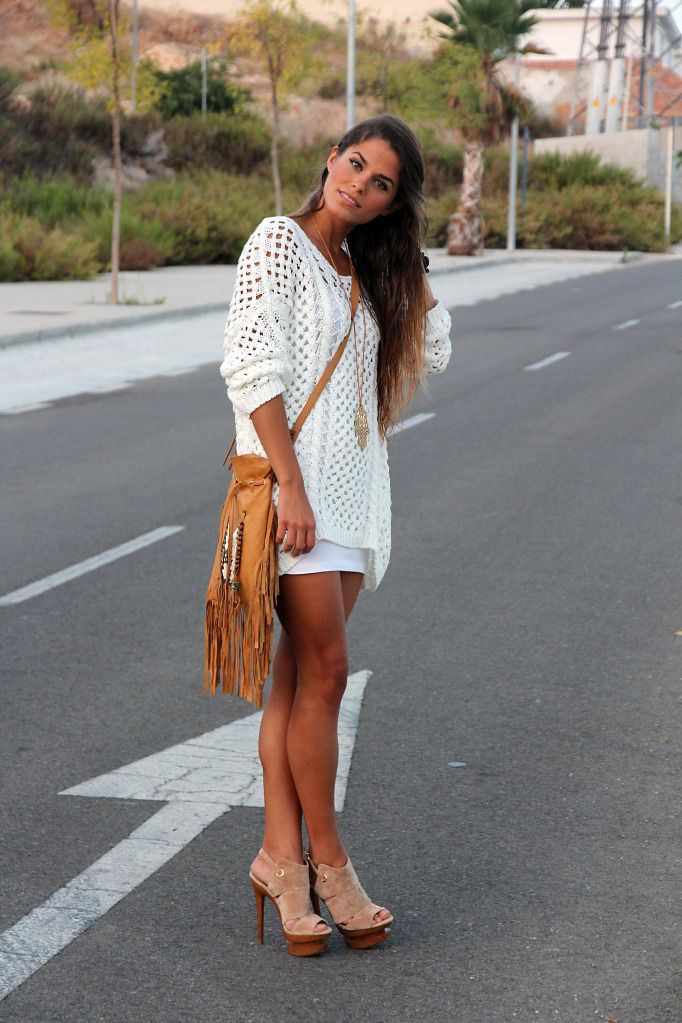 fringe bag and chunky knit sweaterShoes, Fashion, Style, Long Sweaters, T Shirts, Spring Outfit, Knits Sweaters, Chunky Knits, Jessica Simpsons