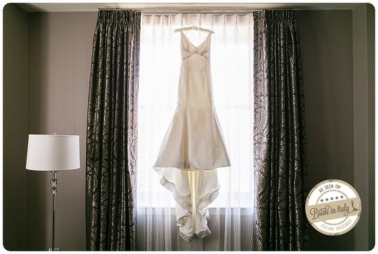 A simple and elegant gown for an #italianstyle wedding in San Francisco. Ph Chantel Giongco http://www.brideinitaly.com/2013/10/chantel-giongco-italians.html