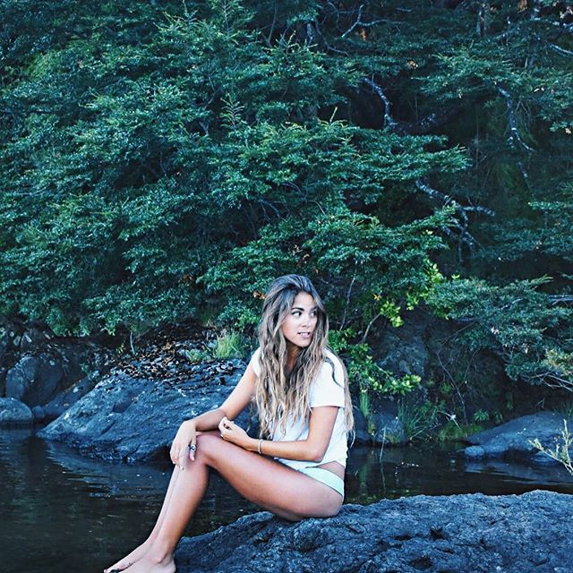 Colico 🌳🌲💦💦  .  .  .  .  .  #chile #igers #instagood #instalike #travel #travelgram #forest #nature #girl #hair #picoftheday #instatraveling