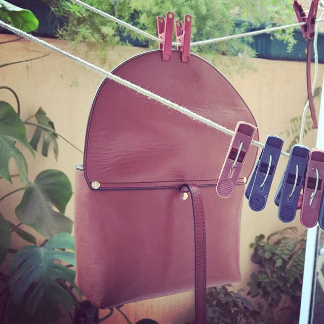 ~ Stella's getting her tan on ~  Sunny winter afternoons!  Dilli ❤  Featured | Little Stella in Honey Almond  #ChiaroscuroBags #Chiaroscuro #LittleStella #LeatherLove #LeatherBags #LeatherSlings #LeatherCraft #LeatherWork #PureLeather #ShopOnline #ShopLeatherBagsOnline #WorkshopMade #SingleArtisanMade #Artisanal #Handcrafted #MadeInIndia #SupportLocal #Vintage #VintageStyle #VintageFashion #VintageInspired #Fashion #Classic #Style #Instadaily #Instafashion #instagood #Instacool #Potd…