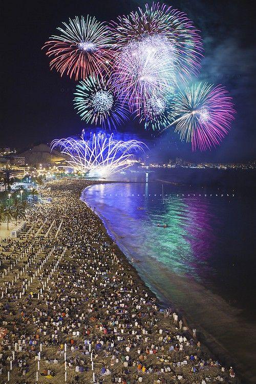 Fuegos artificiales Playa Postiguet, Alicante.
