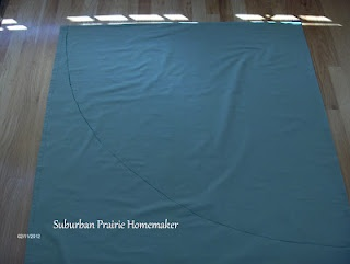 Complete tutorial on how to make a round tablecloth.