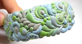 Explanation of how to use simple shapes and combinations to make this kind of complex bracelet. #polymer clay #tutorial