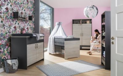 Komplett Kinderzimmer Clou, 3-tlg.(Kombi-Kinderbett 70x140, Umbauseiten, Wickelkommode mit Wickelaufsatz und Kleiderschrank 2-trg.), teilmassiv, anthrazit/Suomi Pinie holzfarben Gr. 70 x 140 Jetzt bestellen unter: https://moebel.ladendirekt.de/kinderzimmer/betten/kinderbetten/?uid=17cac10f-8a6b-593c-a7a7-e8c626090998&utm_source=pinterest&utm_medium=pin&utm_campaign=boards #kinderzimmer #kinderbetten #betten Bild Quelle: www.yomonda.de