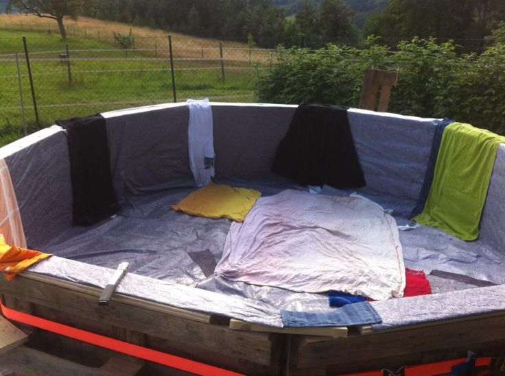 10 Pallets and $80 Makes This Great Swimming Pool! DIY Fun!