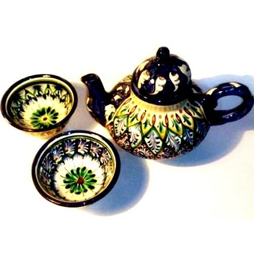 "Tea service-2 person Craft of Uzbekistan To your attention is invited to the Uzbek national crockery - ""Tea for 2 person"". He is a fine handmade by folk craftsman and is made of ceramic, kettle volume is 0.4 liters, a small cup has a diameter of 8 cm and a diameter of 12 cm large cup."