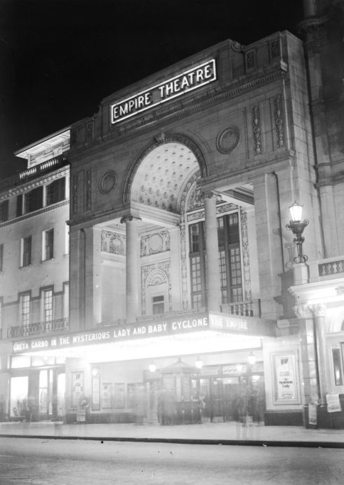 The Empire Theatre in Leicester Square in all its illuminated glory back in 1927. (Photo by Fox Photos/Getty Images)