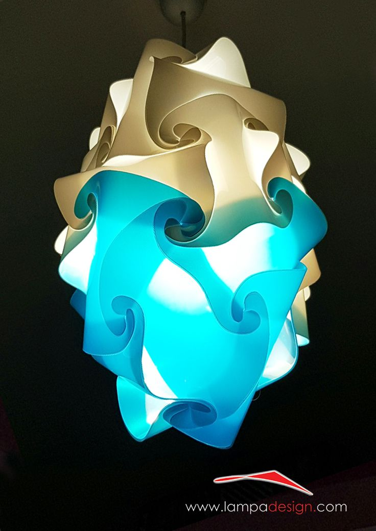 Lampada sospensione design moderno GOCCIA. La trovi qui: http://www.lampadesign.com/scheda.php?id=12 E' una goccia di luce, lampada a sospensione, che scende dal soffitto  Questo lampadario moderno ha una forma semplice che sembra scivolare  Si adatta bene ad ogni tipo di ambiente e garantisce un'ottima illuminazione  Scegli i colori che più ti piacciono, e te la costruiremo come tu la desideri
