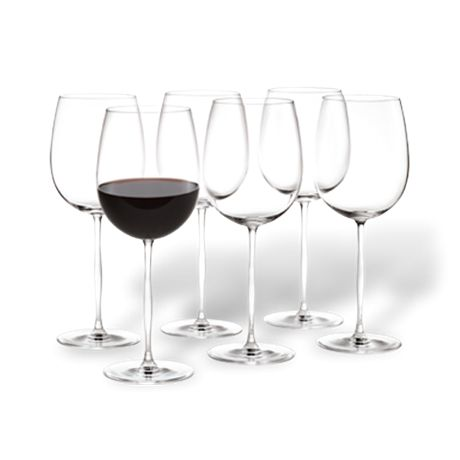 Bordeauxglasset i Futureserien er designet ud fra viden om at et godt bordeauxglas er slankt og har en mindre overflade end glas til de rundere bourgognevine. Designer Peter Svarrer har, med øje for både funktionalitet og sanselighed, gengivet den organiske form fra seriens vandglas i vinglassenes stilk. Den svungne form inviterer til at dreje glasset mellem fingrene, mens du nyder både vin og de små timers store samtaler.