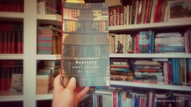 Allison Hoover Bartlett pornește o investigație jurnalistică în lumea anticarilor și colecționarilor de carte rară. Trezindu-se în posesia temporară a unui Krautterbuch, un atlas botanic din 1630, autoarea încearcă să refacă traseul acestei cărți și astfel, încercând să găsească cel mai bun mod de a o returna proprietarului, pătrunde într-o lume fascinantă, cea a furtului …