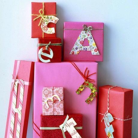 25 idées d'emballage cadeau par CocoFlower - monogrammes géants