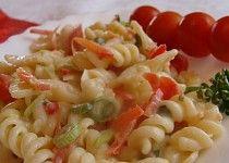 Těstovinový salát v sýrové omáčce
