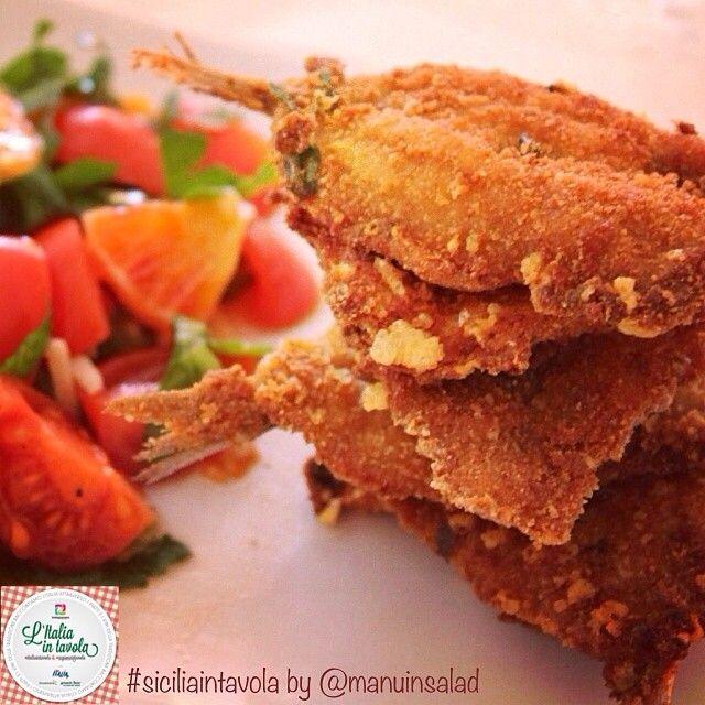 Un altro delizio antipasto stasera potrebbe essere questo made in #Sicilia a base di sarde fritte #italiaintavola #siciliaintavola #italianfood #italy #sicily