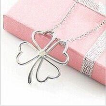 gratis verzending $10 2014 nieuwe ketting glanzende bloem en zilveren hart klavertje vier geluk hanger ketting sieraden n019 8g(China (Mainland))