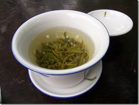Green tea can be used to: reduce wrinkles, eliminate dark circles, relieve irritation and redness, boost dental health, treat sunburn, eliminate fridge odor, clean carpets, fertilize plants, freshen clothes, treat acne and much more.