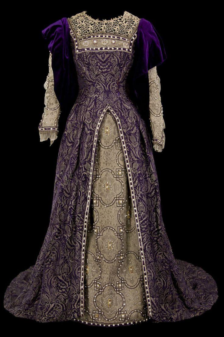 Theatre costume, Renaissance dress. Top dress in purple ...