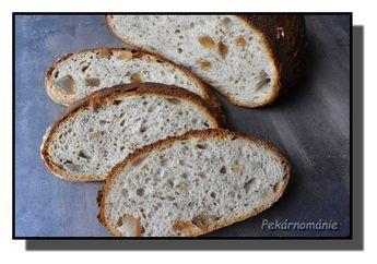 Klasický kváskový chléb se škvarkama
