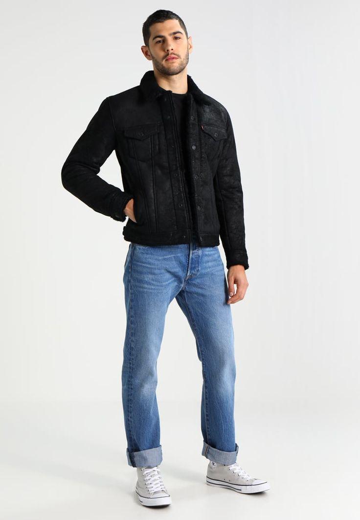 ¡Consigue este tipo de chaqueta de cuero de Levi's® ahora! Haz clic para ver los detalles. Envíos gratis a toda España. Levi's® THE TRUCKER Chaqueta de cuero black: Levi's® THE TRUCKER Chaqueta de cuero black Ropa     Material exterior: 100% cuero   Ropa ¡Haz tu pedido   y disfruta de gastos de enví-o gratuitos! (chaqueta de cuero, leather, suede, suedette, faux leather, polipiel, biker, ante, de cuero, lederjacke, chaqueta de cuero, veste en cuir, giacca in cuio)