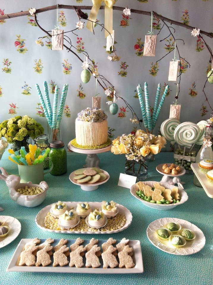 Spring table setting for party.