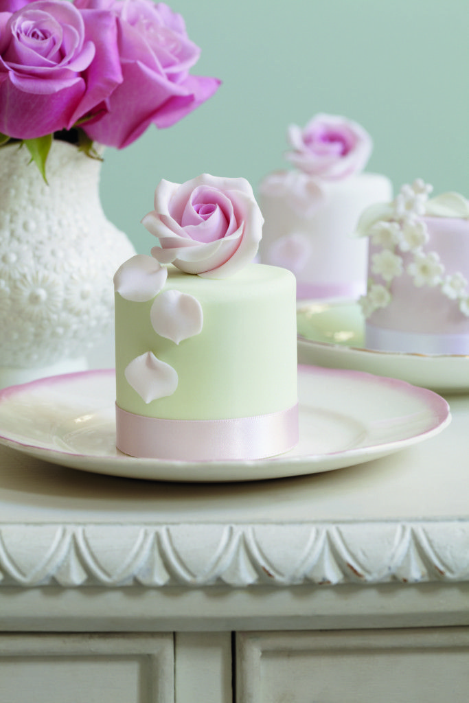 Peggy Porschen Cakes in Bloom Review - Made With Pink