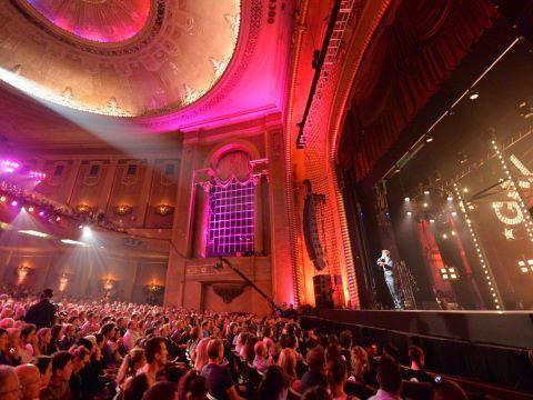 FESTIVAL INTERNACIONAL DE LA COMEDIA: Melbourne es el lugar mas divertido del planeta durante el Festival Internacional de la Comedia. Año con año, la risa se difunde por toda la ciudad cuando los mejores comediantes locales e internacionales se reúnen en Melbourne.