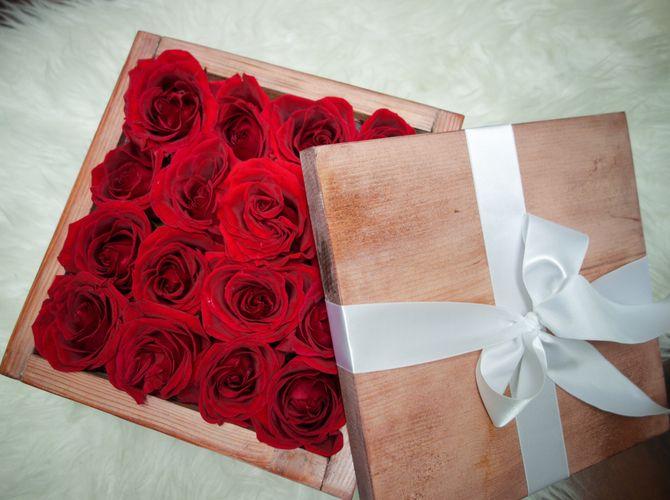 Unique Box of Roses designed by Organic Flora. www.OrganicFlora.com