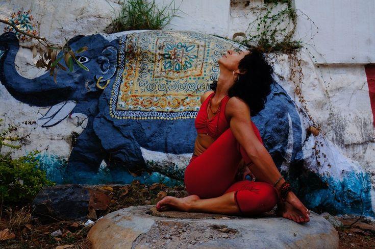 AldonaYoga - Ashtanga Yoga in Mysore - Joga w Mysore - Ardha Matsyendrasana