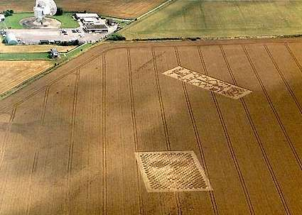 Crop Circle Message   La 1ère réponse 'crop-circle' en 2000 (Angleterre) du Message de ...