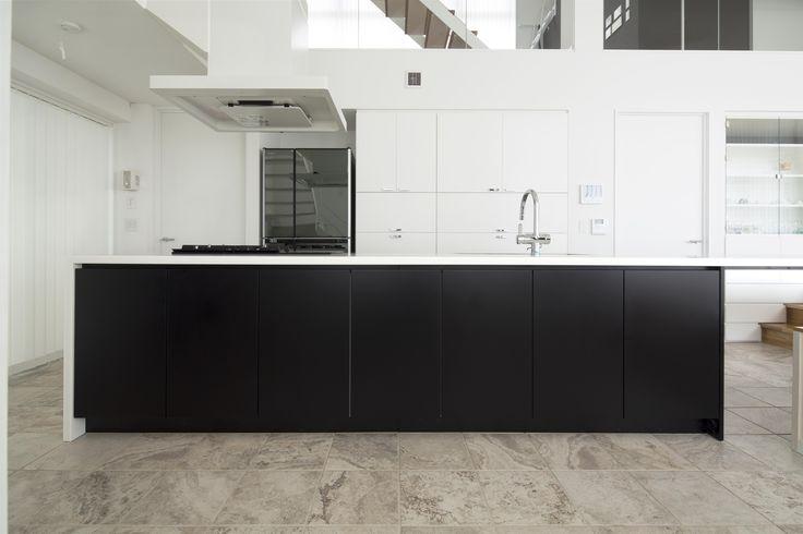 オーダーキッチン/ダイニングテーブル一体型/ストレートダイニングキッチン/オープンキッチン/白/黒/ホワイトブラック