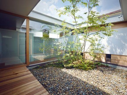 平屋の中庭のある家(建築家:藤原慎太郎 室喜夫)- 建築作品写真: