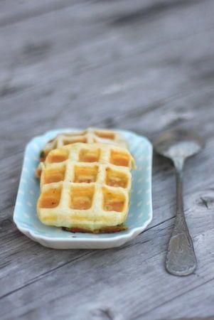 Petites gaufres hyper faciles au pesto et mozzarella pour l' apéritif