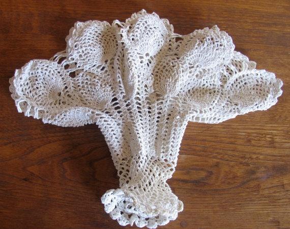 Free Crochet Flower Basket Pattern : Vintage lace crochet flower basket pineapple pattern