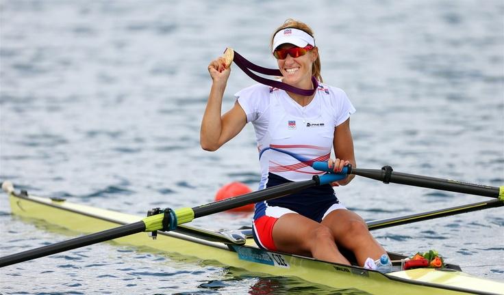 MEDAILE. Skifařka Mirka Knapková se zlatou olympijskou medailí. (4. srpna 2012)