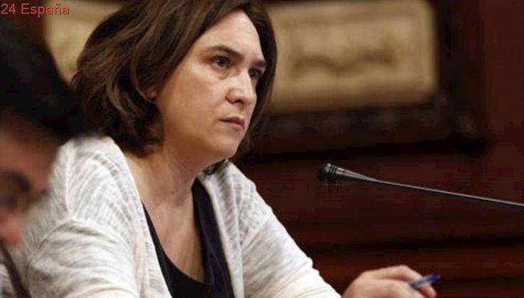 Colau esperará al auto del TC para responder a la carta de Puigdemont reclamando colegios electorales