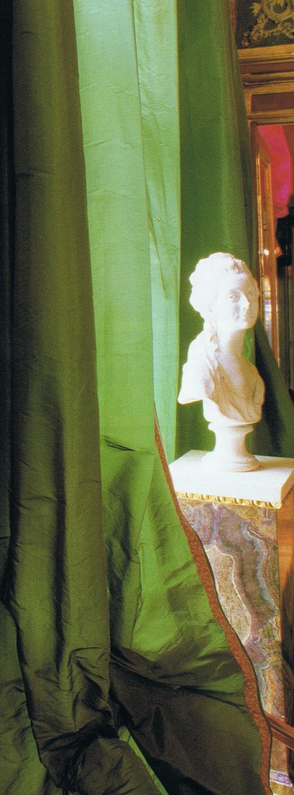 green silk taffea drapery - image Trouvais