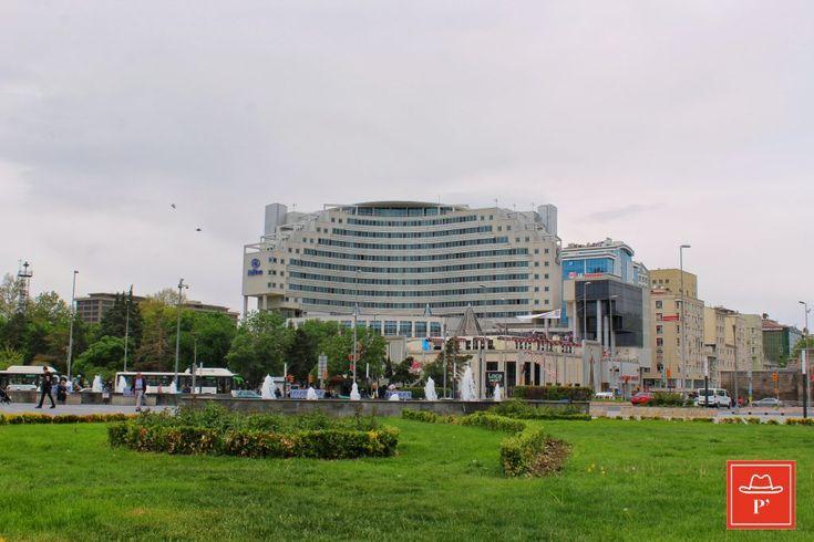 Hilton Kayseri, Kayseri'nin kalbi Cumhuriyet Caddesi'nde, Erciyes Kayak Merkezi'ne 20 km, havalimanına 5 km uzaklıkta, Kayseri'nin ilk 5 yıldızlı oteli ...