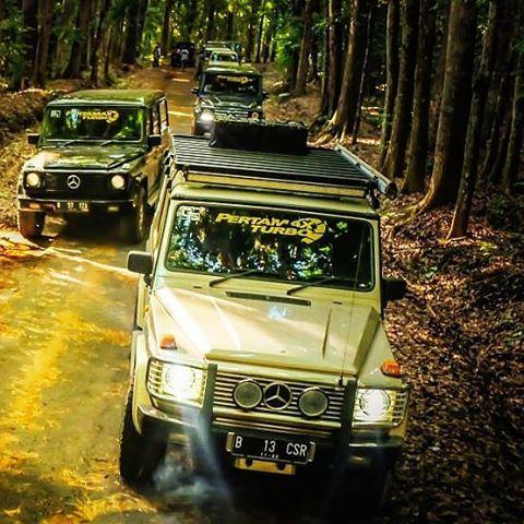 Bright overlander with G Wagen, photo by: @daddy_s_carol #explorehiddenparadise photo by @mercedes_jip_indonesia members #visitbali #visitbanyuwangi #mypertamina #pertamaxturbo #mercedes#benz#luxurycar#mercedesbenz#mercedesjipindonesia#mji#mercy#gelandewagen#gwagen#gwagon#w463#gclass#gklasse#g_kaltim#jeep#4x4#4wheel#offroad#g350d#g63#g55#g500#mbfanphoto#achillesradial