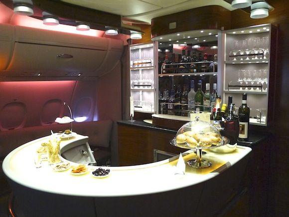 飛行機のなかにシャワーやバー!!まるでホテルのような「エミレーツ航空」のエアバスA380内部に潜入してみた!