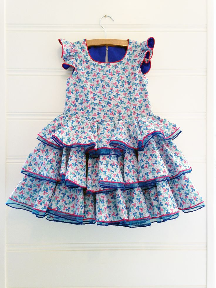 Cute dress with flower leaf print and flamenco accents in EU size 104. This dress is suited for girls around the age of 4.