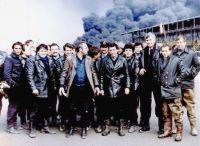 """24 Φεβρουαρίου του 1986. Οι δεξαμενές της Jet Oil στο Καλοχώρι, τυλίγονται στις φλόγες. Επί μια βδομάδα, η περιοχή ήταν αληθινή κόλαση. Τοξικοί καπνοί σκέπασαν την πόλη, τρομοκρατώντας τους κατοίκους. Ο τρόμος μεγάλωσε όταν την 27η Φεβρουαρίου, απειλήθηκε δεξαμενή αμμωνίας στη """"Σιγκ"""". Οι πυροσβέστες απέτρεψαν την μετάδοση της φωτιάς και μια εκτεταμένη οικολογική καταστροφή."""