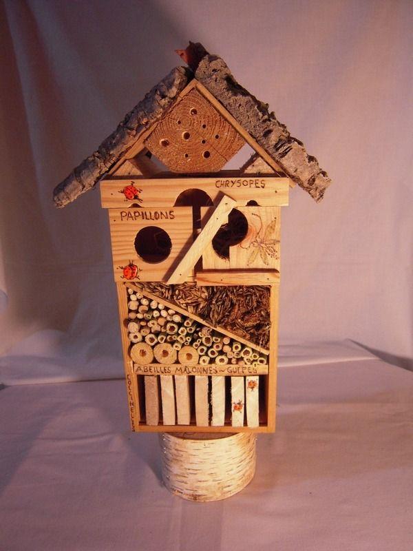 gîte à insectes maisonnette pour auxiliaires du jardin d'hornement et potager : Animaux par les-jardins-de-violette