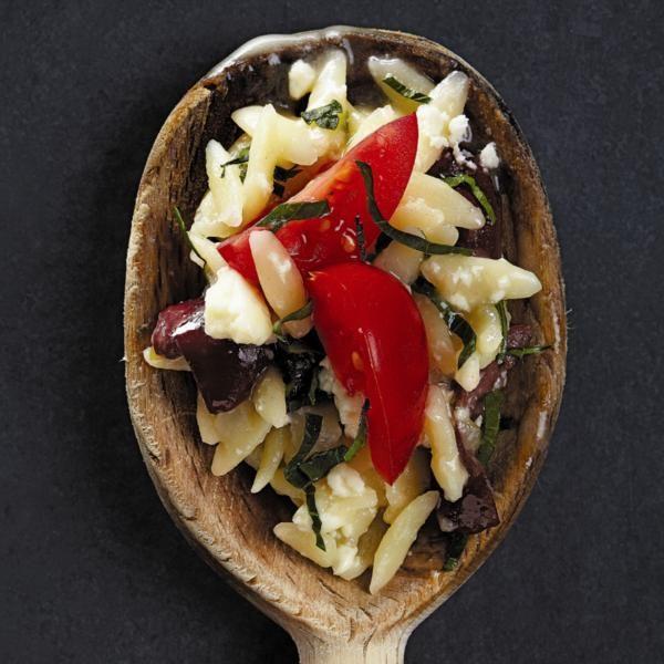 Portions: 4portions Ingrédients 2 c. à soupe de beurre 60 ml (1/4 tasse)d'oignon rouge, haché finement 375 ml (1 1/2 tasse)d'orzo 125 ml (1/2 tasse)de vin blanc 375 ml (1 1/2 tasse)de bouillon de poulet faible en sel 1 c. à thé d'origan séché 125 ml (1/2 tasse)de feta, émietté 125 ml (1/2 tasse)d'olives kalamata …