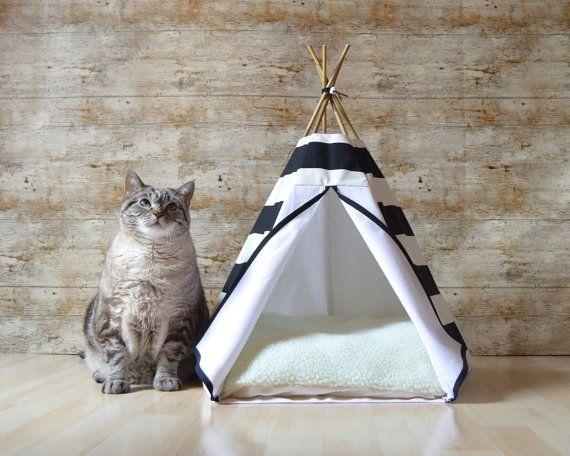 Ce lit pour chat entièrement réalisé à la main par mes soins fait la joie des animaux de compagnie et de leurs maitres. En effet, il transforme