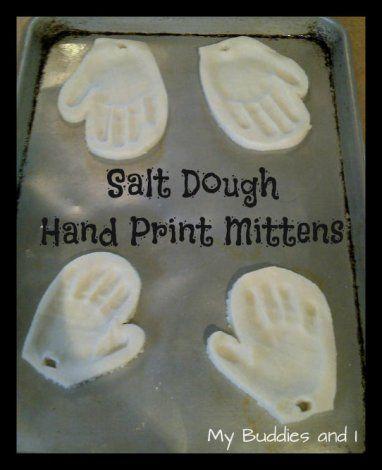 Mitaines avec empreinte de mains fait dans la pâte à sel... Belle idée cadeau pour Noël!